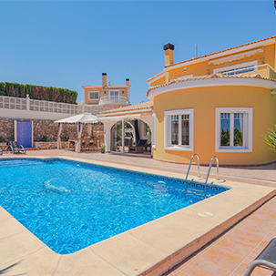 Villas for sale under 300,000€